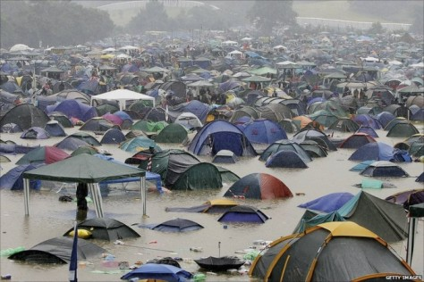 WETCAMP_rainy_glastonbury-678x452